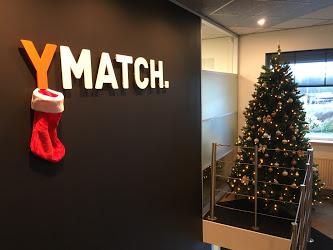 Op naar de Kerst! Onze boom staat!